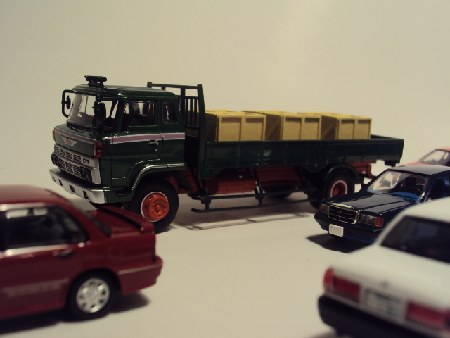 TLV-N44c: Hino KB324 Flatbed truck. DSC00573_zps991b7448