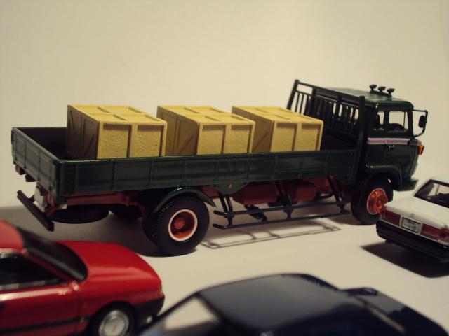 TLV-N44c: Hino KB324 Flatbed truck. DSC00575_zps8a1aba76