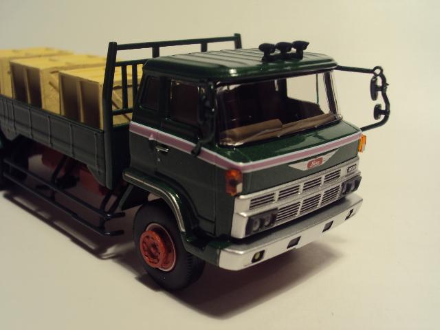 TLV-N44c: Hino KB324 Flatbed truck. DSC00578_zps46721781