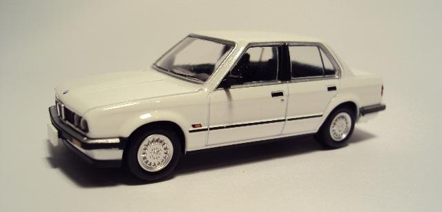 TLV-N91/93: BMW E30 Coupe/Sedán. DSC04165_zps07fe2c3b
