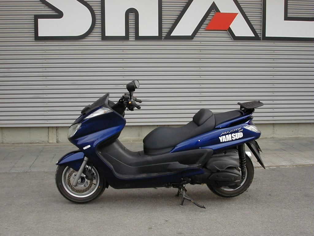 Pictures Yamaha Majesty with Shad Motorcases 03010010