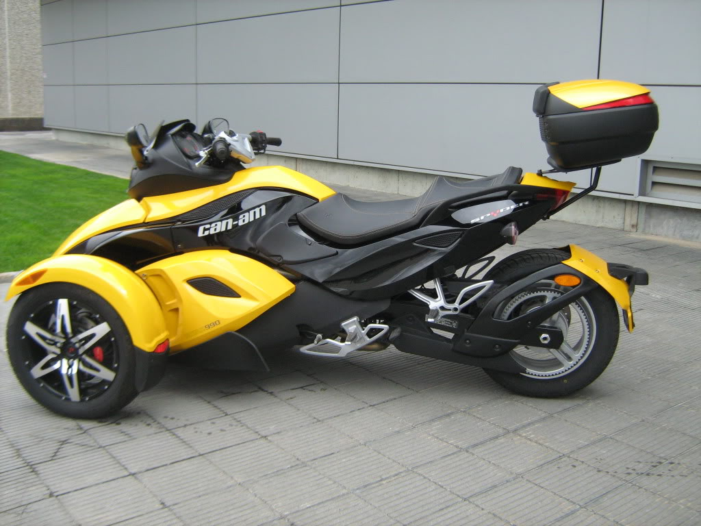 Pictures of Can-Am Spyder with Shad Motorcases IMG_0806