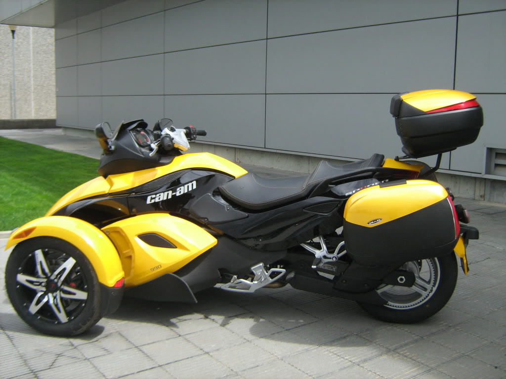 Pictures of Can-Am Spyder with Shad Motorcases IMG_0814