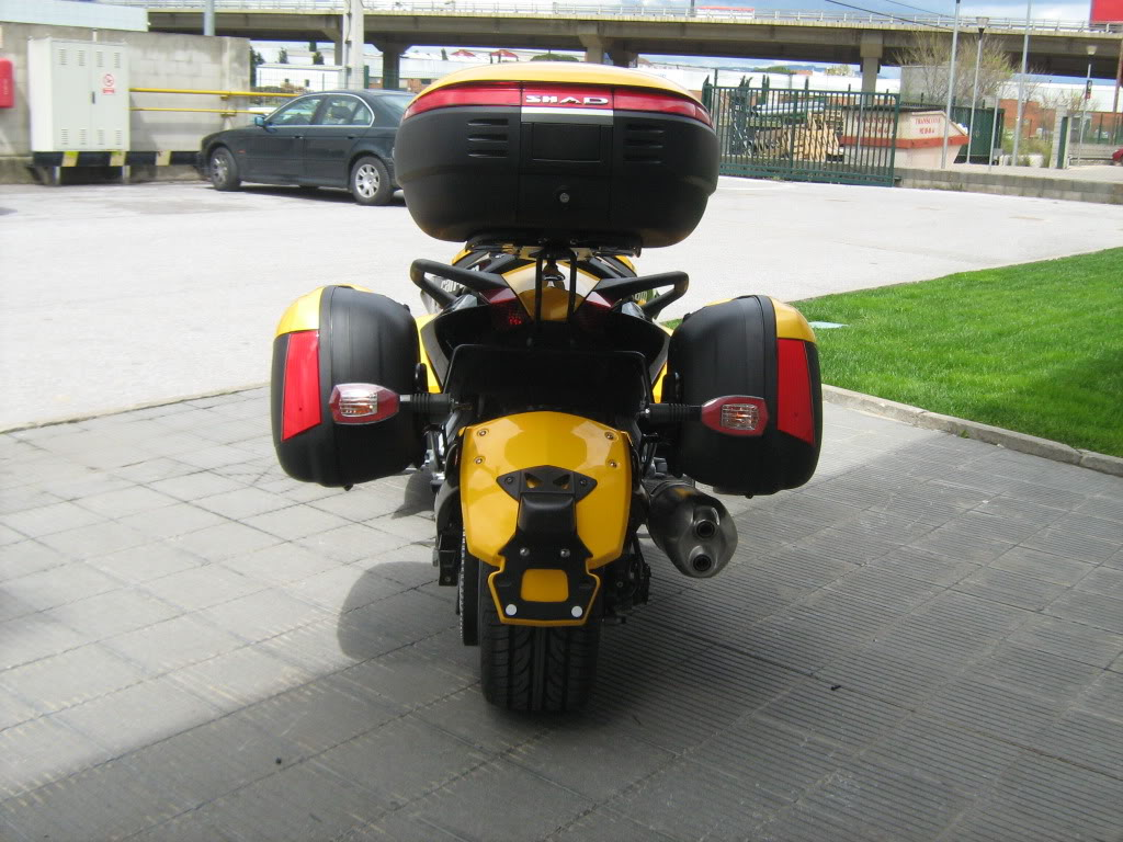 Pictures of Can-Am Spyder with Shad Motorcases IMG_0817