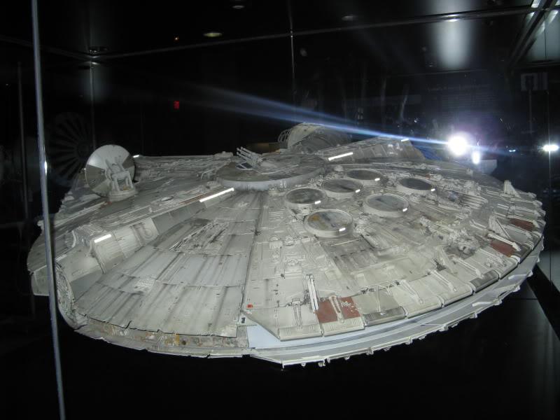 Star wars les maquettes officielles des films ! Falcon-millenium-3