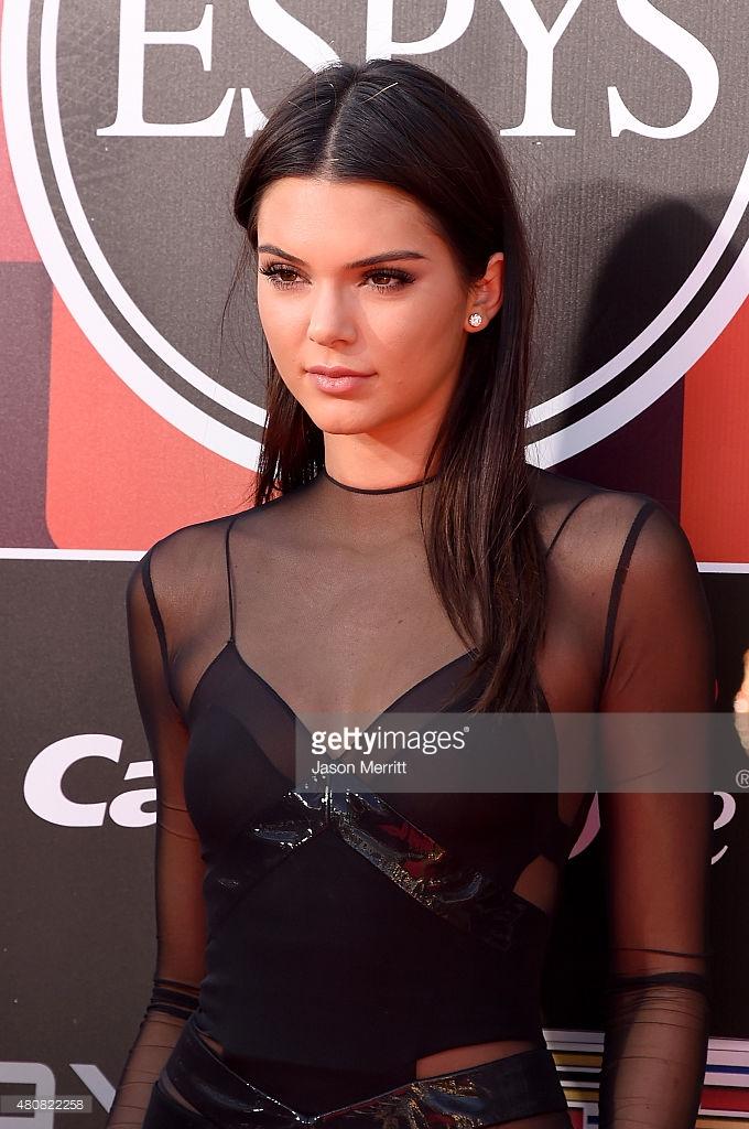 Kendall Jenner/კენდალ ჯენერი - Page 9 F6e384d92163f8fbeaf11a198d7fe723