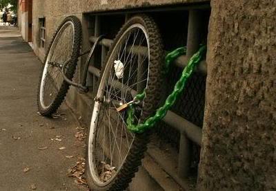 hasil curian dibuat creatif banget 1_funny_pictures_Ineffective_Bike_L