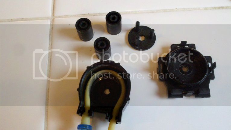 Replacing pump hoses on the Bubble Magus doser Photobucket-2189-1334112616414