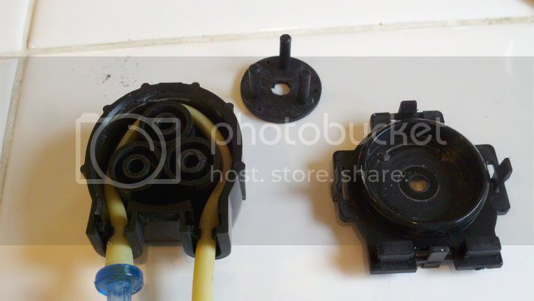 Replacing pump hoses on the Bubble Magus doser Photobucket-2338-1334112591288