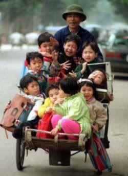 Chi co the la o Viet Nam Schoolbus