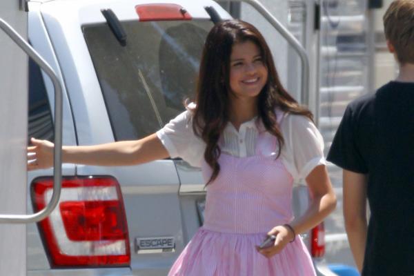 Selena Gomez[5] - Page 5 007