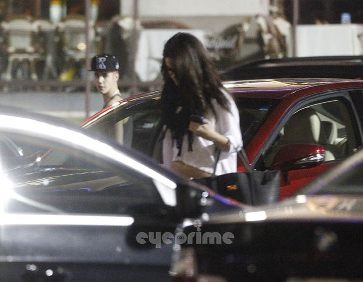 Justin Bieber and Selena Gomez - Page 40 Gomezbiebs_eyeprime_36