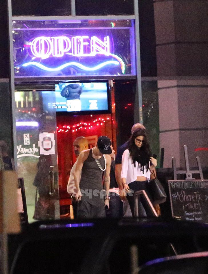 Justin Bieber and Selena Gomez - Page 40 Gomezbiebs_eyeprime_72