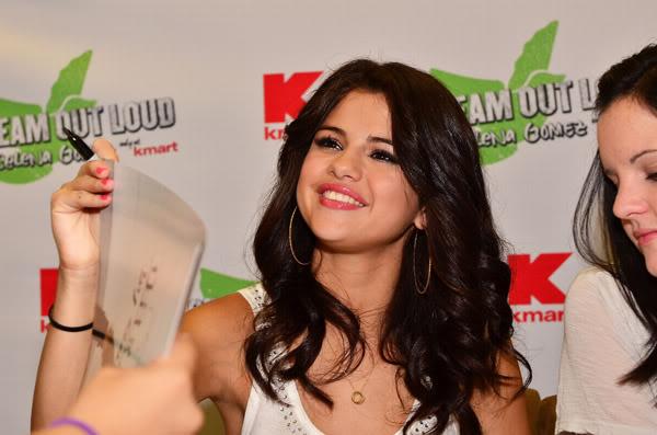 Selena Gomez[2] - Page 5 121444297inarijny819201112231PM