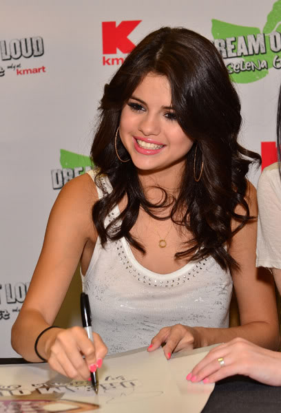 Selena Gomez[2] - Page 5 121444298inarijny819201112325PM
