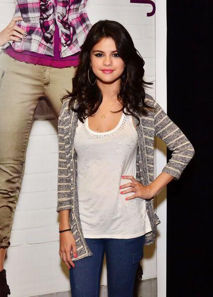 Selena Gomez[2] - Page 5 121444305inarijny819201112258PM