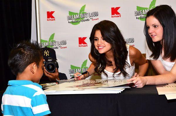 Selena Gomez[2] - Page 5 121444310inarijny819201112212PM