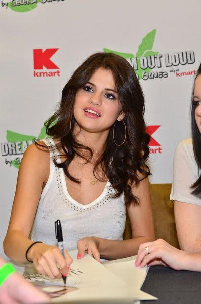 Selena Gomez[2] - Page 5 121444316inarijny819201112249PM
