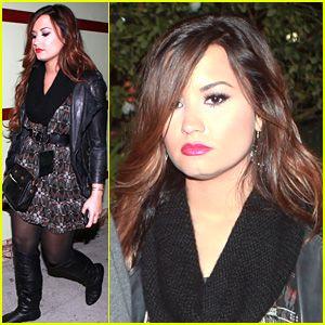 Demi Lovato  - Page 37 Demi-lovato-halloween-horror-nights