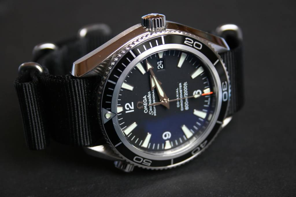 Mon Omega Planet Ocean 2201 50 00 - Page 5 Planet004