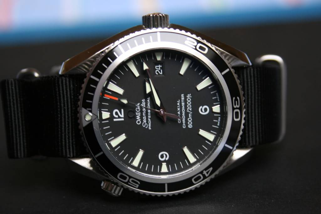 Mon Omega Planet Ocean 2201 50 00 - Page 5 Planet005