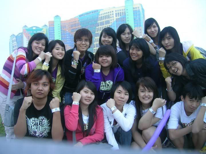 Pengalaman Nonton bareng Konser S.H.E di Malaysia~6March 2010 25281_1240621935184_1218387477_8198