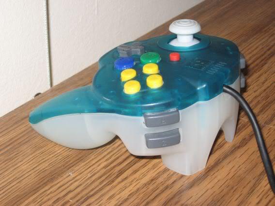 El peor control de juegos de video Hori_shoulder_butts