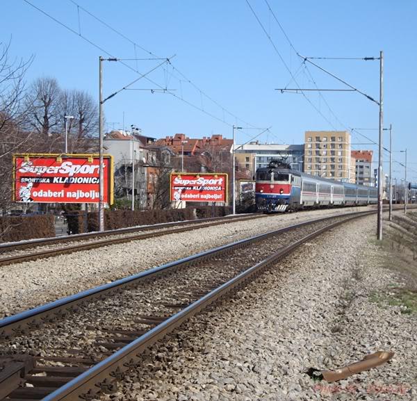 Vlakovi u daljini DSC08144