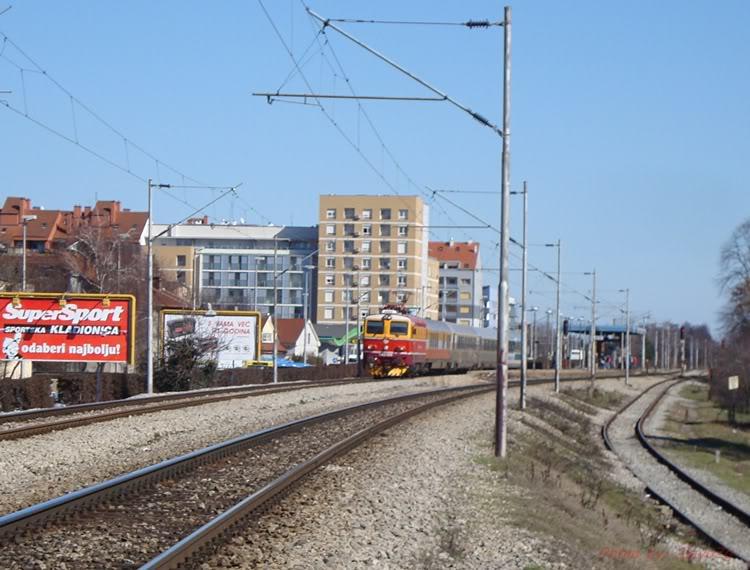 Vlakovi u daljini DSC08146