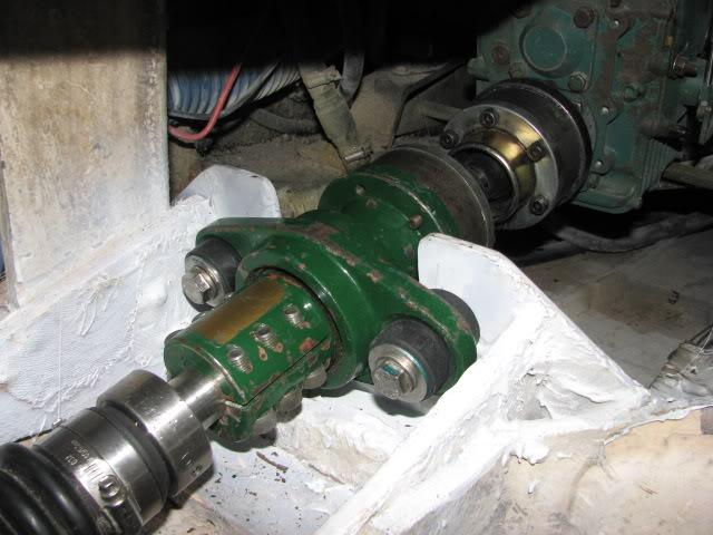 Accouplement arbre d'élice-transmission 2001juilletAquadrive019