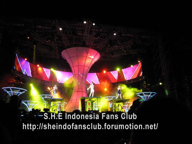 Pengalaman Nonton bareng Konser S.H.E di Malaysia~6March 2010 She4-1