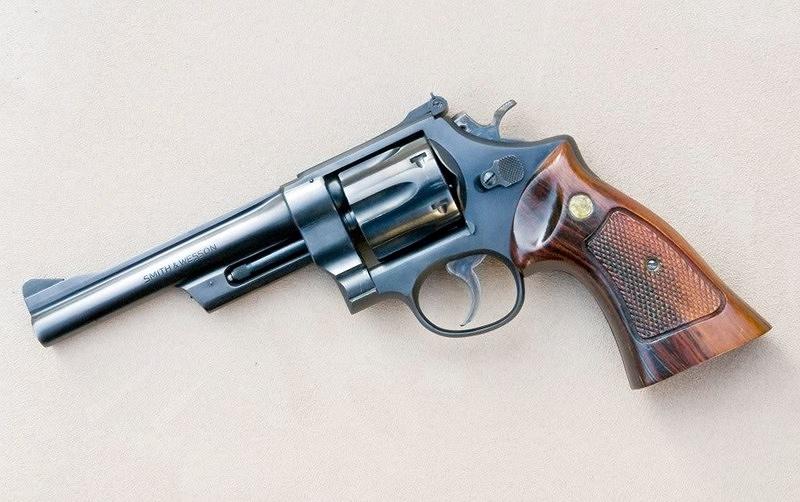 Choix revolver: S&W ou copie bon marché Taurus? - Page 2 28-2withtargetgripsLQ