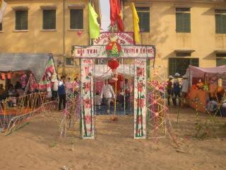 [Image]Tổng hợp cổng trại các lớp 10a8