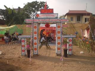 [Image]Tổng hợp cổng trại các lớp 11a2