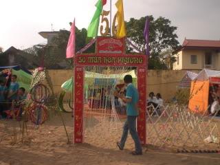 [Image]Tổng hợp cổng trại các lớp 11a3