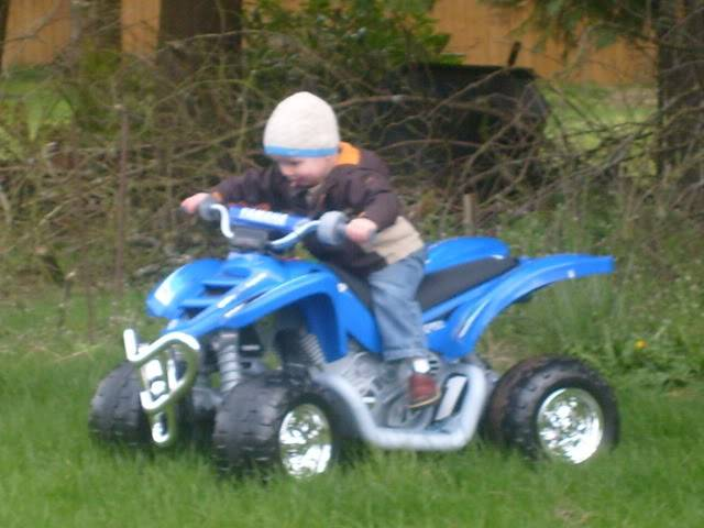 KIDS AND THERE QUADS. POST EM UP 8458d7c7