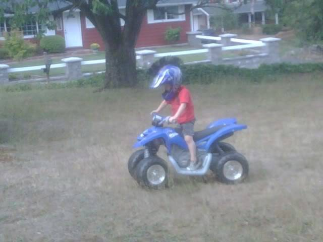 KIDS AND THERE QUADS. POST EM UP C66485e6