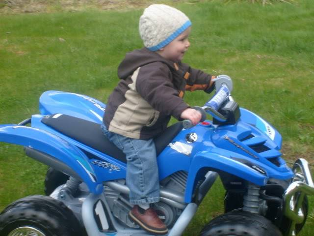 KIDS AND THERE QUADS. POST EM UP Ffd1578c