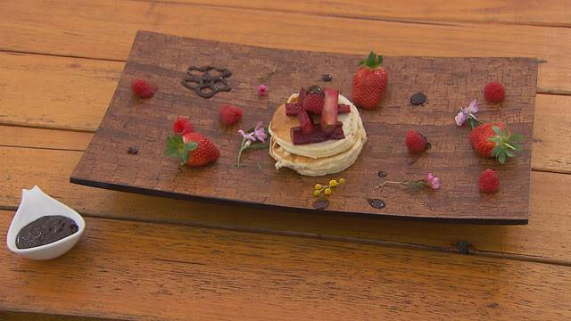 [Pháp - French][Recipe] Pancake Stack with Fresh Berries and Chocolate Sauce GreenTeamDessert_JMC2_RX09-