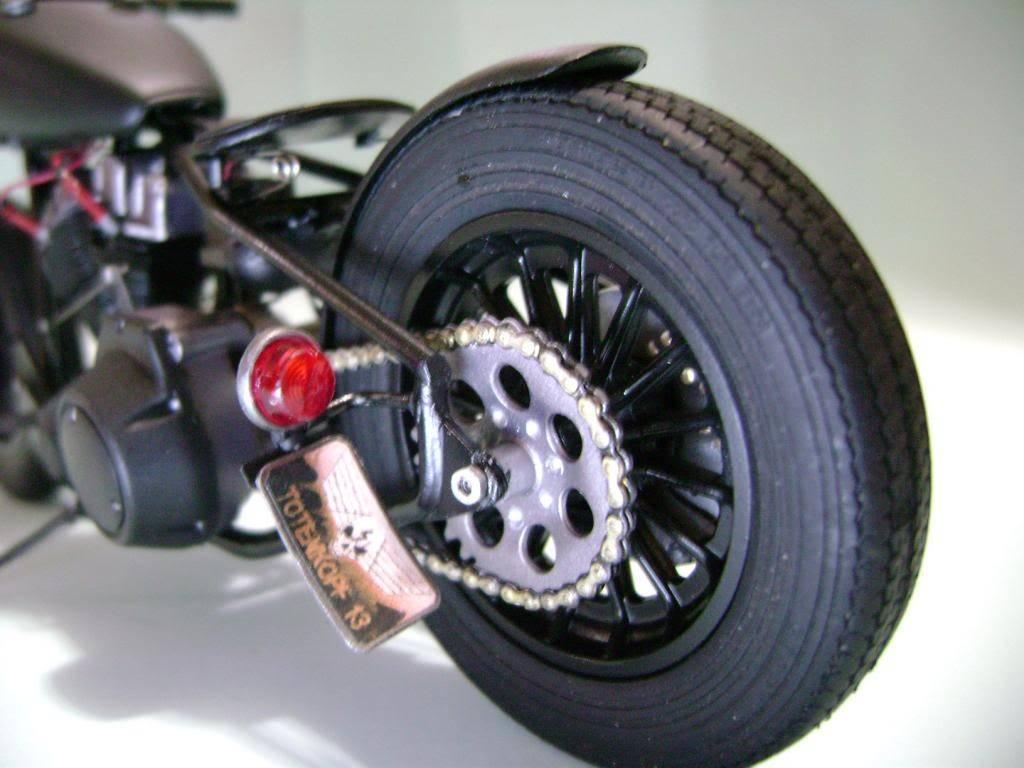 Harley Davidson Bobber 1/12 DSC06349_zps06ed3161