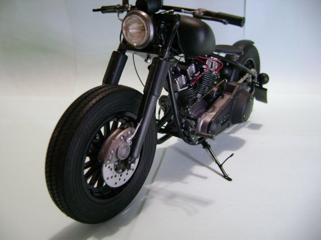 Harley Davidson Bobber 1/12 DSC06358_zps1cafec63