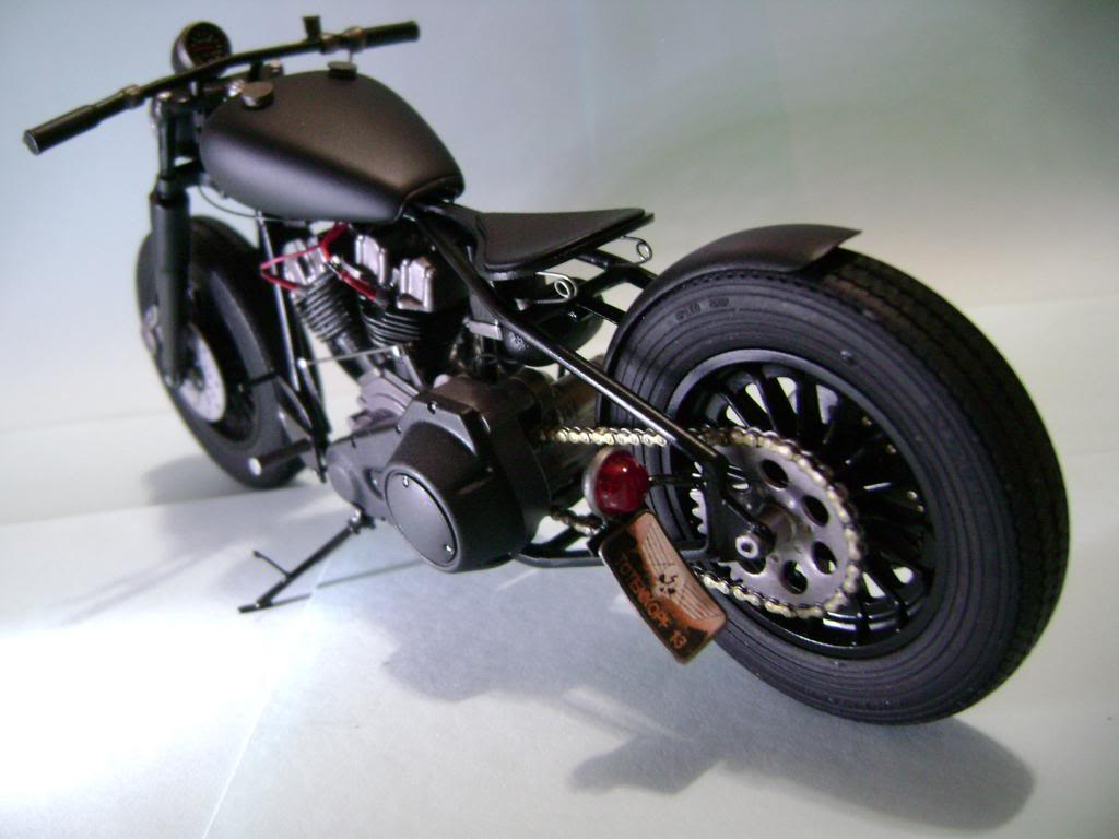 Harley Davidson Bobber 1/12 DSC06359_zpsb695f9bf