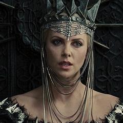 მსახიობები ,რომლებსაც დედოფლის როლი უთამაშნიათ !!! 44c039c5c9501be419ebf4000d455e49