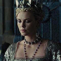 მსახიობები ,რომლებსაც დედოფლის როლი უთამაშნიათ !!! D00fae214f3681ec42843707d3aaa267