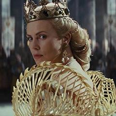 მსახიობები ,რომლებსაც დედოფლის როლი უთამაშნიათ !!! 840134e747cedf1f207753bf0ff4ef84