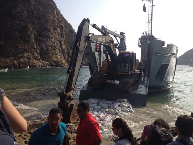 Escuadrón de buques anfibios y servicios T93_puertomaya18-06-2014_3_zps7e600e8b