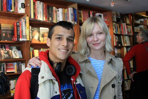"""Kirsten Dunst At SF (City Lights) w/ a fan: Shooting """"On the Road"""" OTR14"""