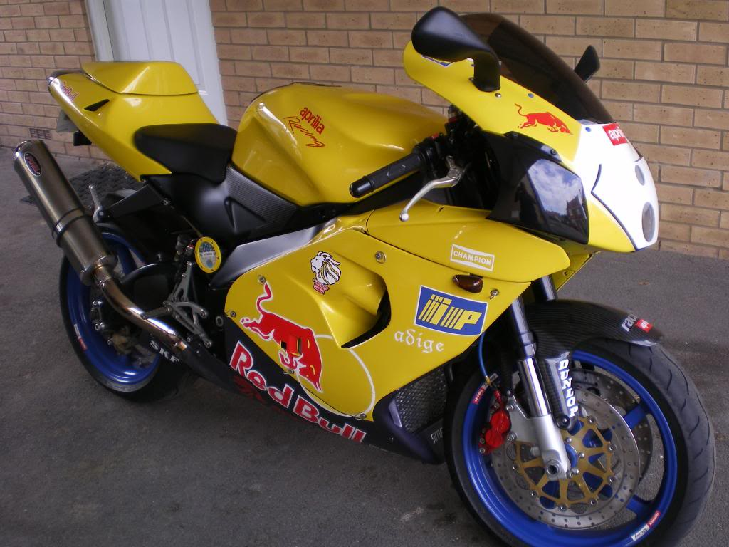 new member from south buckinghamshire - Page 2 Apriliarsvmille4_zpsfdc5bf25