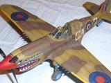 Le premier de l'année: Kittyhawk Mk.III Sqn Ldr B. Drake Th_DSCN1579_zps4e4049fc