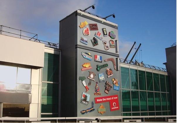 விசித்திர விளம்பரங்கள் Creative_ads_on_buildings-6_zpsf517d23b